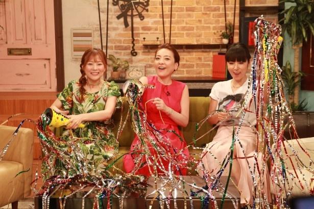 【写真を見る】西川、MEGUMI、重盛が番組5周年をお祝い!