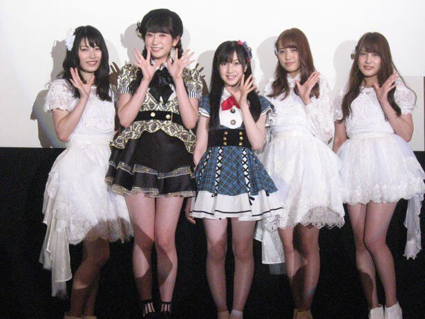 舞台挨拶に登壇した写真左から横山由依・吉田朱里・永野芹佳・加藤玲奈・入山杏奈