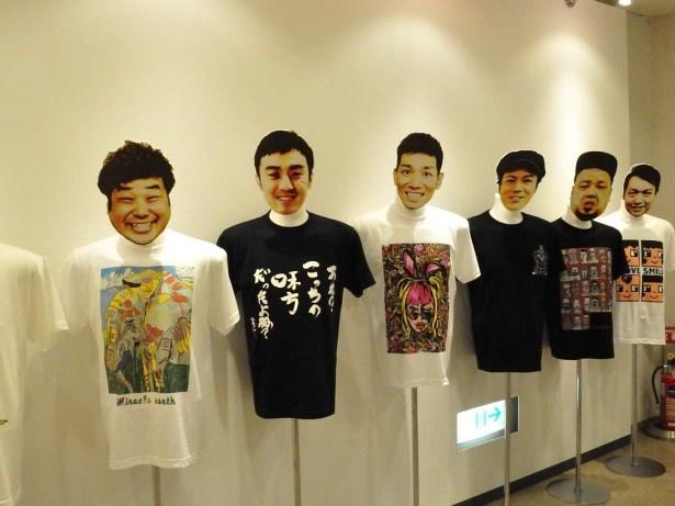 作品をデザインしたTシャツも販売されている