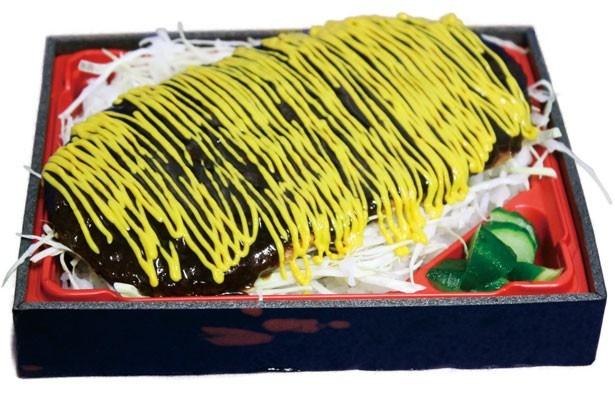 黄色い縦縞ソースが食欲をそそる「ウル虎イエローわらじかつ飯」(1100円)