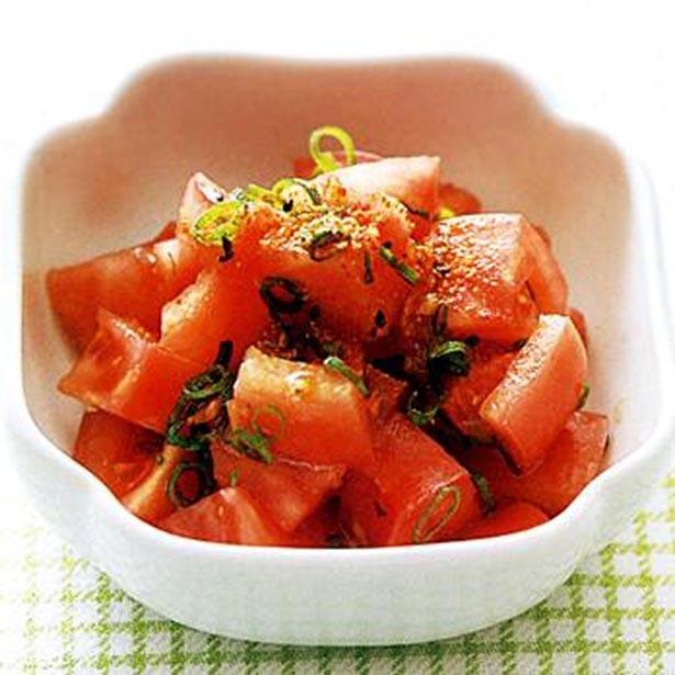 【写真を見る】和風味でさっぱりと。「トマトのおかかサラダ」
