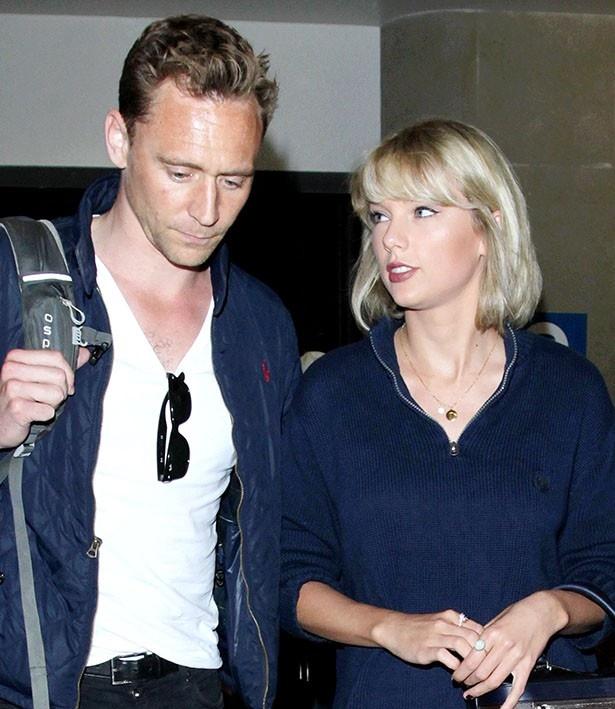 【写真を見る】超スピード婚!?情熱的な愛に身を任せるテイラーとトム