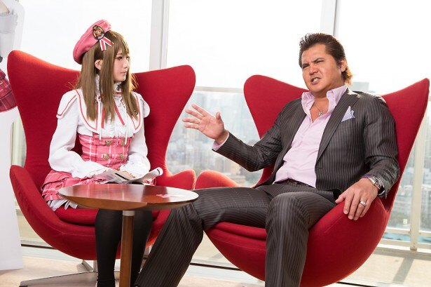 コスプレに対する独自の見解を話す竹内力さん