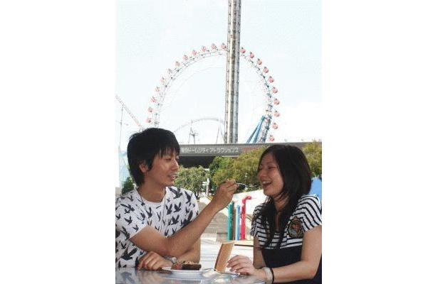 ラブラブになれる!恋活遊園地内の「LOVE・GIZA CAFE」