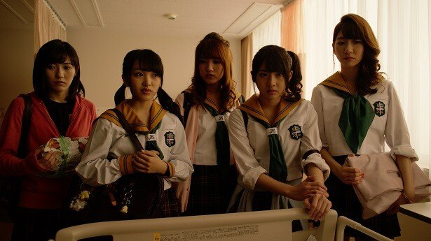 【写真を見る】高校生役の向井地は「衣装のセーラー服がかわいい!」