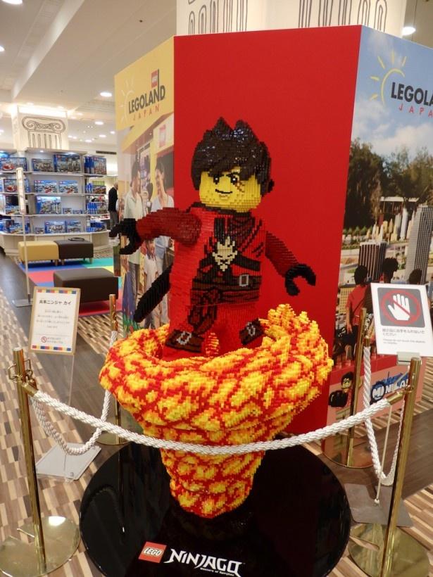ジェイアール名古屋タカシマヤのあちらこちらにレゴの作品が展示されている