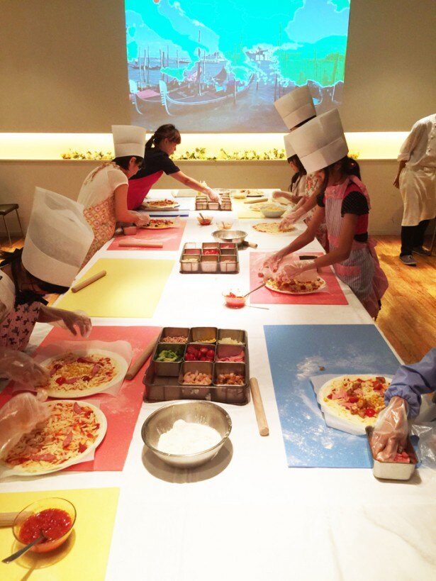 3階タントタントでは、家族で参加できるピッツァ作り教室が開かれる。8月3日(水)・24(水)開催。参加費は大人(2000円)、子ども(1500円)。事前に要予約