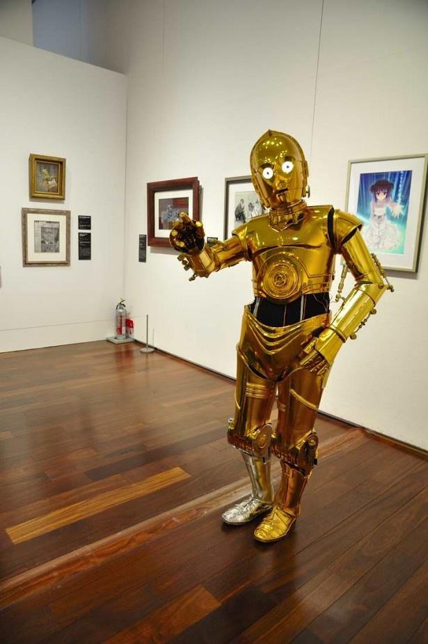 歩き方も本ものそっくりなC-3PO(の仮装をした人)