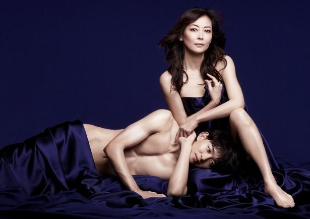 「連続ドラマW 賢者の愛」で主演を務める中山美穂と共演の竜星涼
