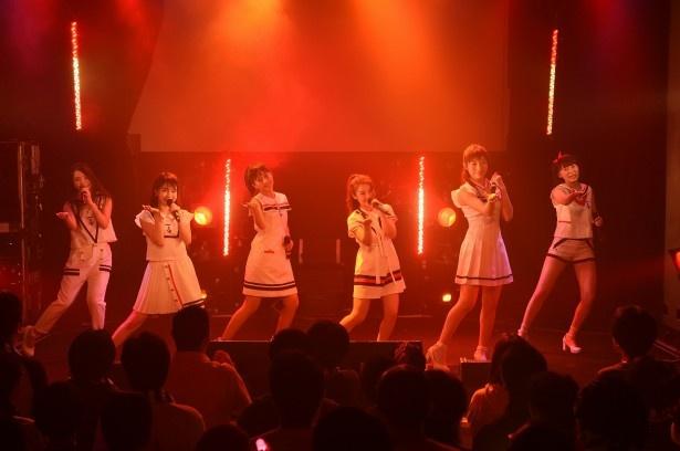 "La PomPonが7月18日に東京・六本木のmorph-tokyoで「La PomPon定期公演 Vol.12~La PomPonの夏 ろっ""ポン!!""ぎの夏~」を行った"