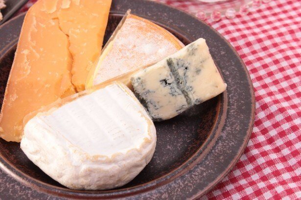 【写真を見る】モデルや女優がおやつとして食べている、たんぱく質豊富なチーズ