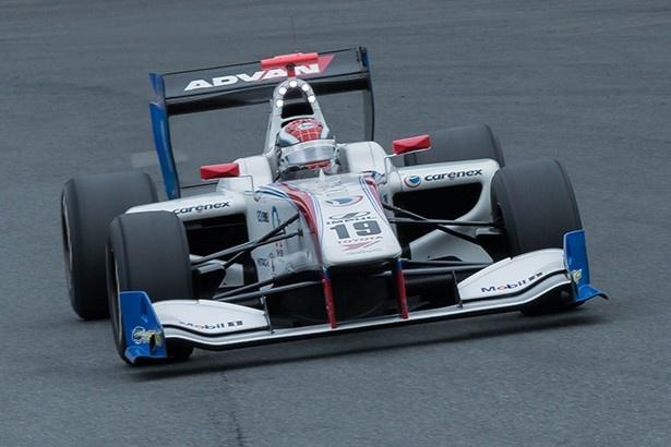 今季初勝利を飾ったオリベイラ(インパル)と19号車