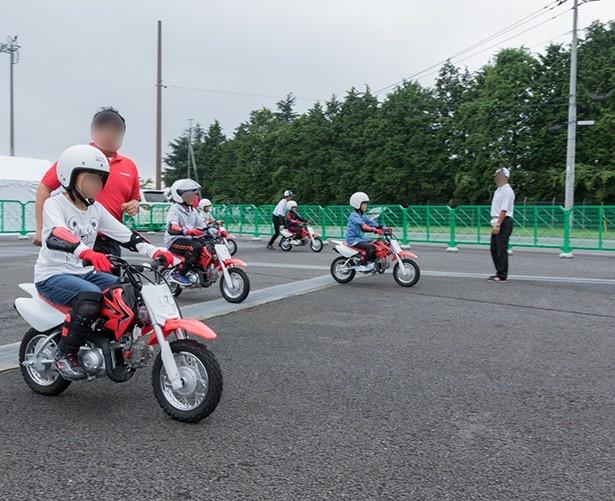 子供向けの小型オートバイ体験も開催