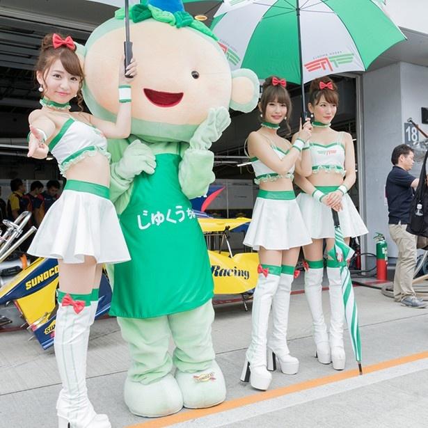 人気のレースクイーンユニット FRESH ANGELS。堀尾実咲(左)は、7月に行われた日本レースクイーン大賞新人部門で準グランプリを受賞