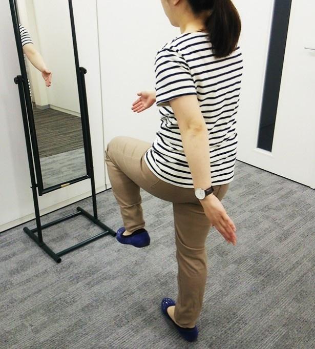 鏡の前で姿勢をチェックするだけ!の「鏡ダイエット」。体のやせ力を高める効果も