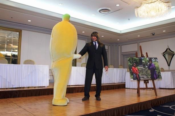 テレビ東京バナナ社員「ナナナ」と握手をしたかと思うと…