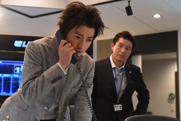 上司・田嶋(ヒロミ)の協力で犯人を捜そうとする新一の元に一本の電話が…