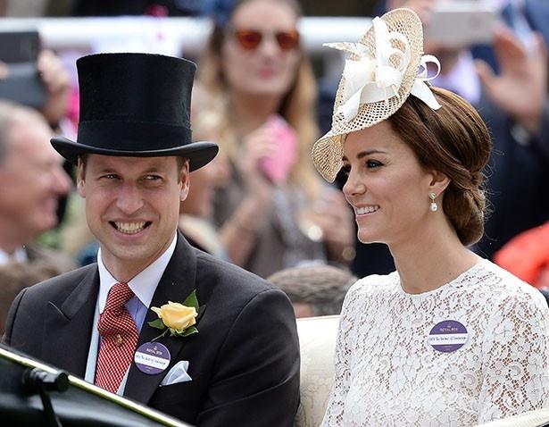 二人はジョージ王子の成長を考え、プレゼントを決めたという