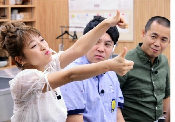 タカトシ、鈴木奈々が東京すしアカデミーで職人体験