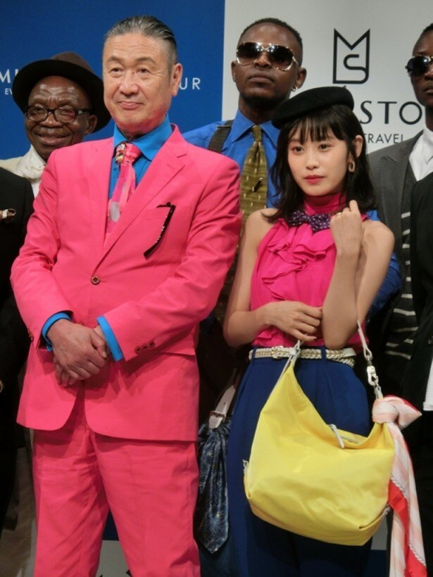トラベルブランド「MILESTO」と「SAPEUR」のコラボバッグ発売イベントに登場した山本寛斎、高橋愛(写真左から)
