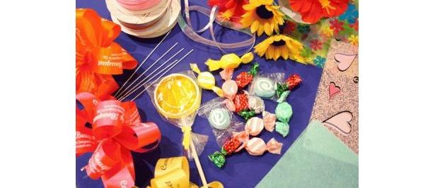 こんなにカラフルなキャンディーやラムネ、ゼリーなどが豊富!