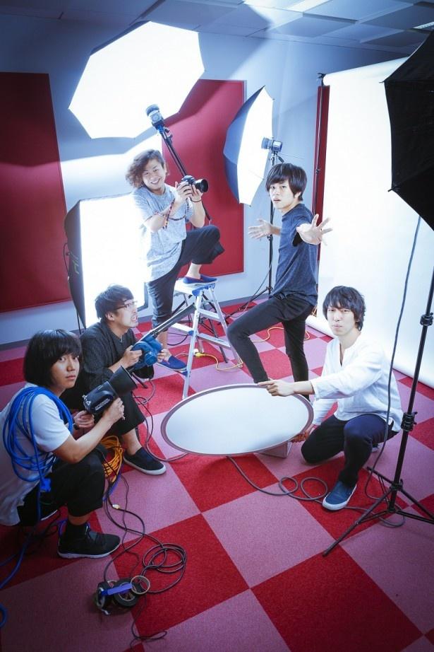 写真左からソゴウタイスケ(Dr)、ヨコタシンノスケ(Key&Vo)、カワクボタクロウ(Ba)、ヤマサキセイヤ(Vo&Gt)、オカザワカズマ(Gt)