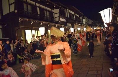300年余り続く伝統的な盆踊り「越中八尾おわら風の盆」