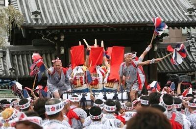 1000年もの長い歴史を誇る「天神祭(てんじんまつり」