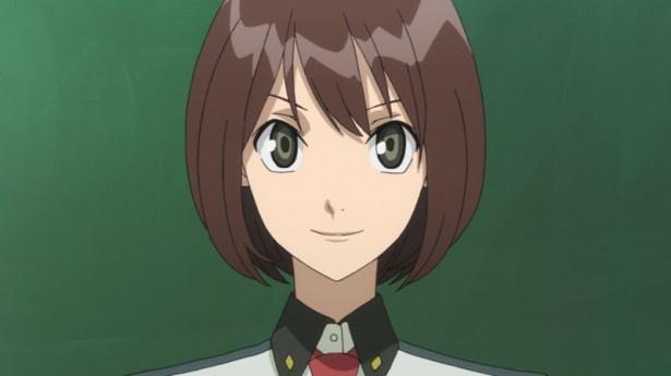 【写真を見る】第2話では、スカーレッドライダーの戦闘指揮教官に少女のアキラが着任