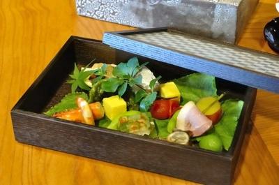 まるで一幅の絵のように美しい「日本料理 おおみ」の箱庭八寸