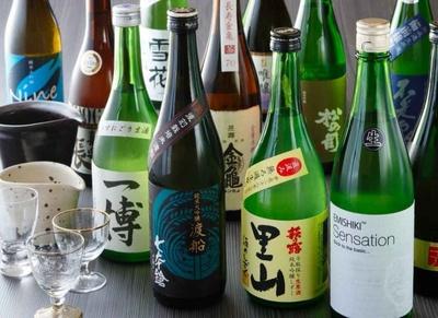 滋賀県内の33の酒蔵の地酒もそろう。それぞれ個性豊かな味わいを飲み比べたい