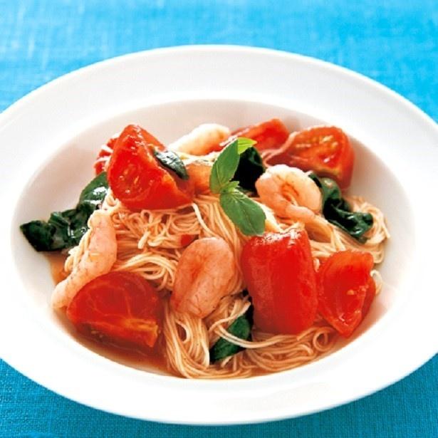そうめんにとろっとからむトマトソースが美味なひと皿