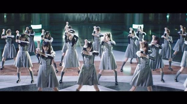 表題曲に続き、振り付けは世界的なダンサーのTAKAHIRO(上野隆博)氏、監督は新宮良平氏が担当
