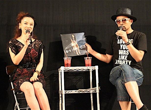 【写真を見る】エイミー・ワインハウスの魅力とは?シンガーソングライターのAzumiとキーボーディストのSWING-Oが語る!