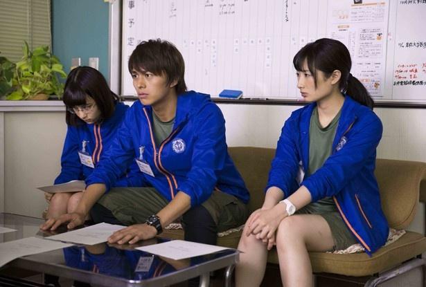 【写真を見る】武田梨奈、小林豊は自転車課の同僚として共演