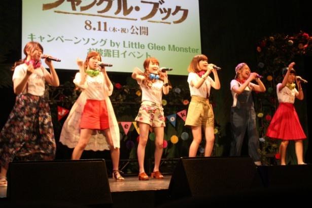 【写真を見る】初々しい!Little Glee Monsterの歌とパフォーマンス