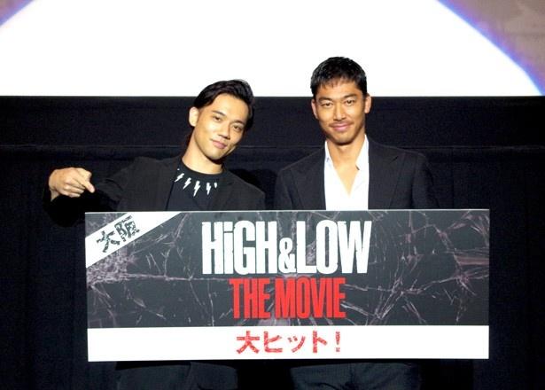 7月16日公開の映画『HiGH&LOW THE MOVIE』の大阪舞台挨拶に登壇したEXILEのAKIRA(写真・右)と劇団EXILEの小澤雄太(写真・左)