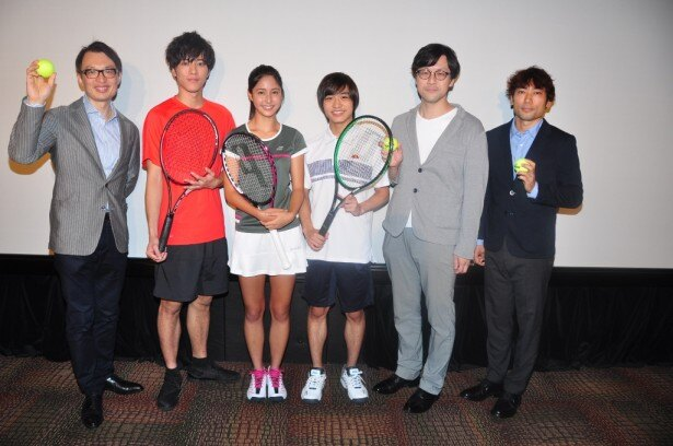 試写会に出席した(左から)ジャスパー・チャン社長、松島、松岡、季葉、筧昌也ヴィジュアルスーパーバイザー、岩田和行監督