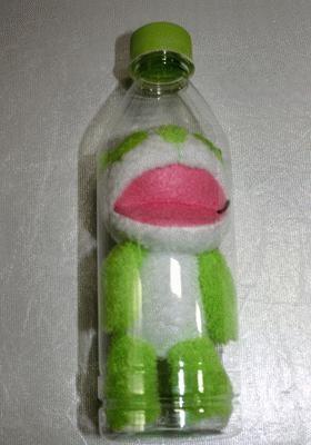 CM同様、ペットボトルに入っている「生茶パンダ先生」