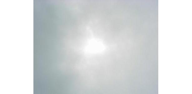 7割以上が欠けた部分日食。肉眼ではハッキリ見えたんですが…