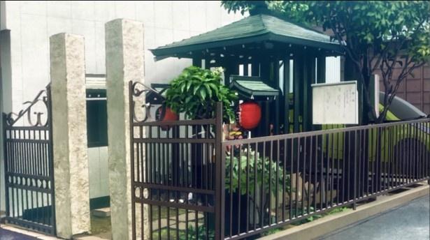【写真を見る】4話で描かれた、青梅街道沿いにあるお地蔵様(「清見寺」)