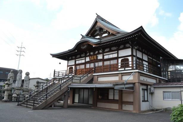 禅寺である「清見寺」では、月に1回、誰でも参加できる坐禅体験を行っている