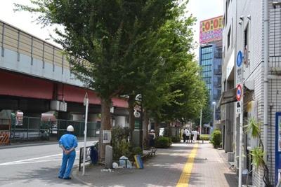 「高円寺陸橋交差点」の近くには、都営バスの停留所もある