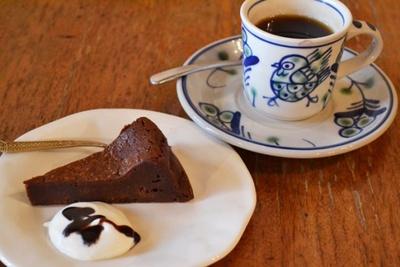 「珈琲亭 七つ森」の「ガトーショコラ」(セット845円)はしっとりとした食感