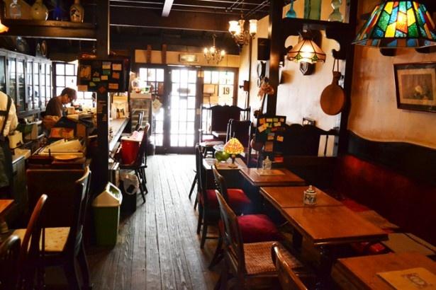 昭和レトロの落ち着いた空気が流れる「珈琲亭 七つ森」