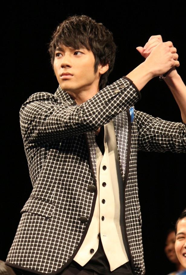 こちらも野球経験者の山田裕貴。構えは左打者!