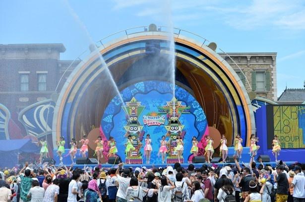 7月23日より、ユニバーサル・スタジオ・ジャパンでAKB48による「やり過ぎ!サマーLIVE」がスタート