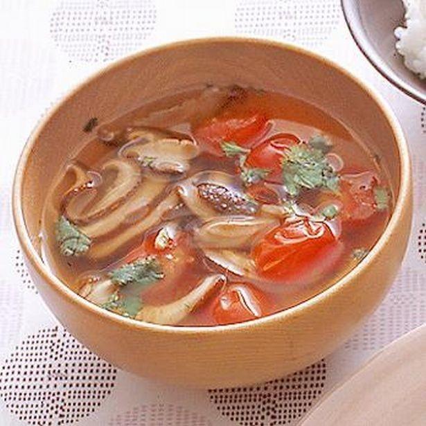 ちょっぴり辛味を効かせて。「しいたけとミニトマトのスープ」