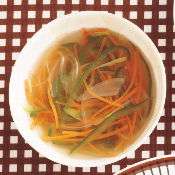 しょうがの香りがさわやか。「彩り野菜のジンジャースープ」