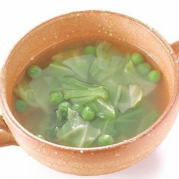 野菜たっぷりの体にやさしいスープ。「キャベツとグリーンピースのスープ」
